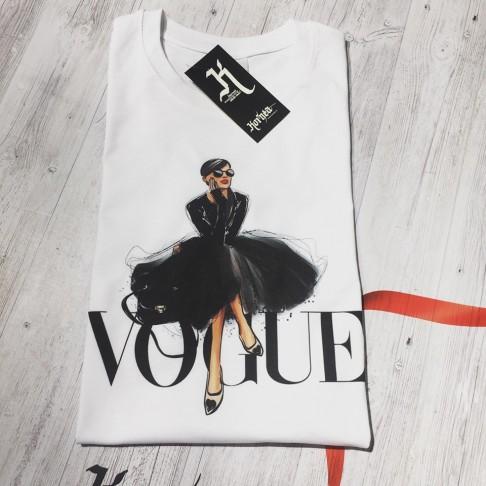 Tricou - Vogue - Fata in rochie neagra